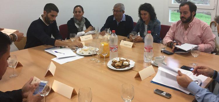 """Participación de los Alcaldes y Delegados de Alcaldía en el Proyecto """"Análisis Socioeconómico de las Elas y Barriadas Rurales de Jerez de la Frontera"""" en el INDESS."""